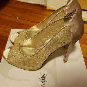 Style & Co Shoes - Style &Co new size 5 gold heels